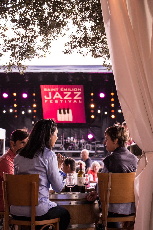 Photo du public et de la scène lors du Saint-Émilion jazz Festival 2018