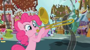 Un poney rose jouant du trombone